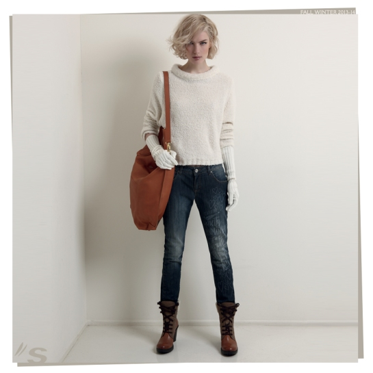 white sweater and skinny jeans